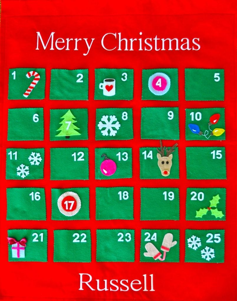 Make a felt advent calendar for Christmas! Follow this simple tutorial to make your own festive advent calendar.