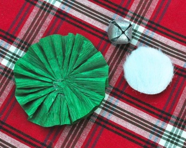 Paper Medallion Christmas Decoration 6