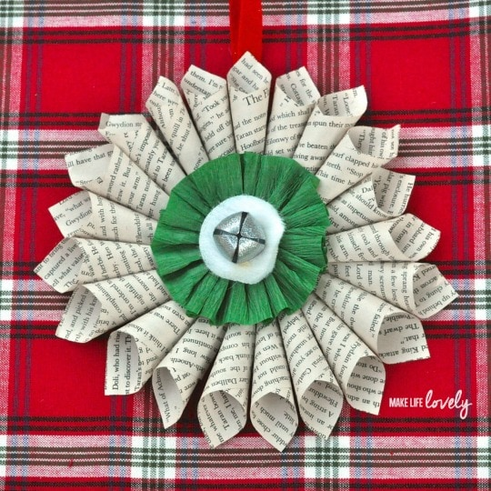 Simple Christmas Decorations: Paper Medallion