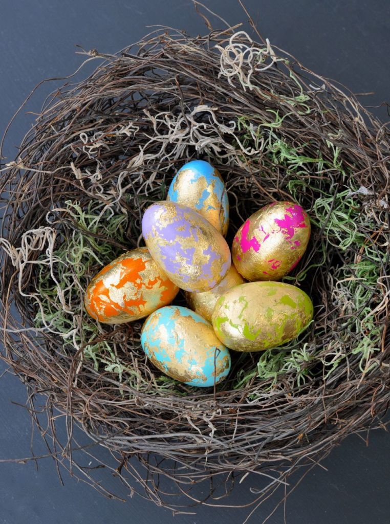 Learn how to make a bird nest in minutes with this easy DIY bird nest tutorial. This natural-looking bird nest makes the perfect Easter decoration and spring decor for your home.
