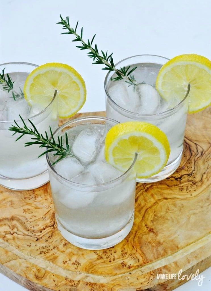 An all-natural healthy lemonade recipe with NO sugar, NO calories, and TONS of flavor!