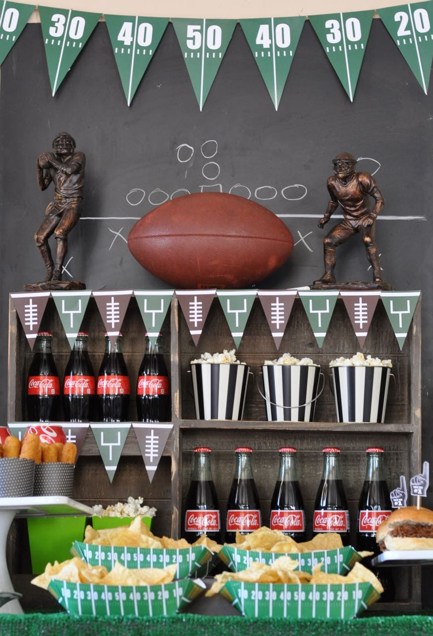 How to throw a football party