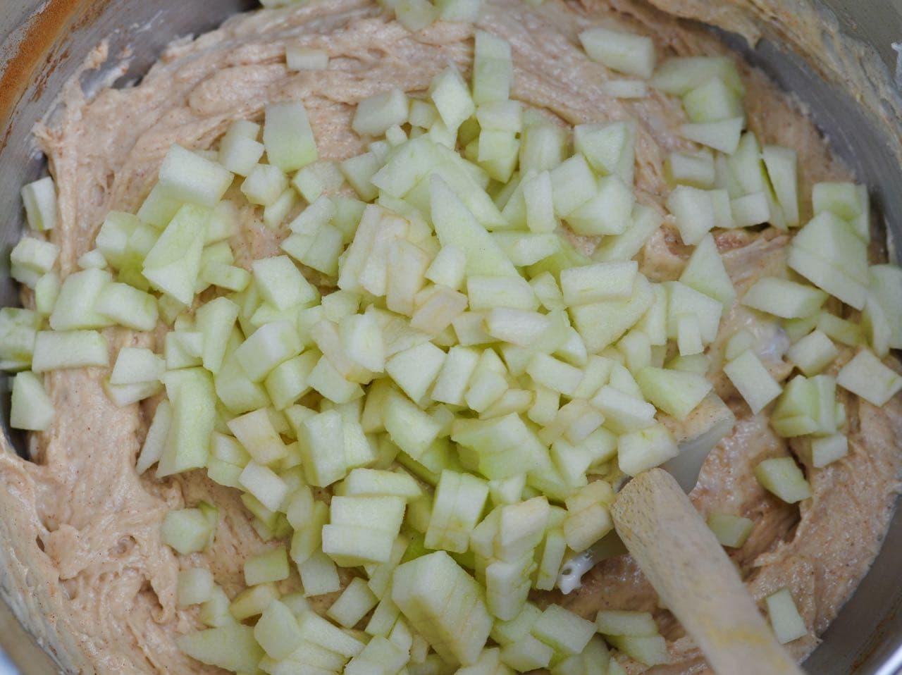 Apple Cinnamon Sour Cream Coffee Cake