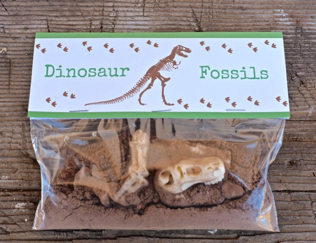 FREE dinosaur printable treat toppers