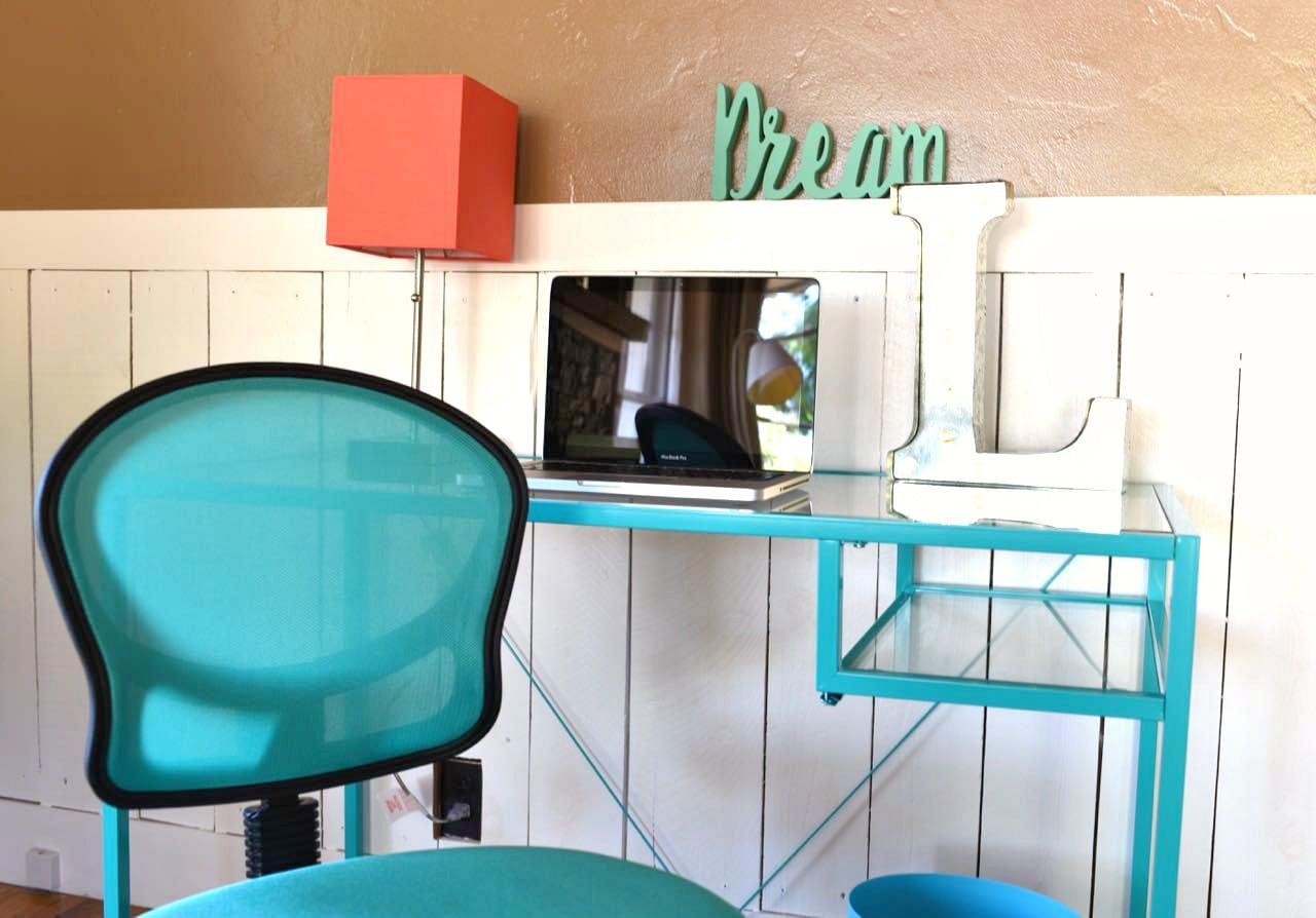7 ways to personalize a college dorm room make life lovely. Black Bedroom Furniture Sets. Home Design Ideas
