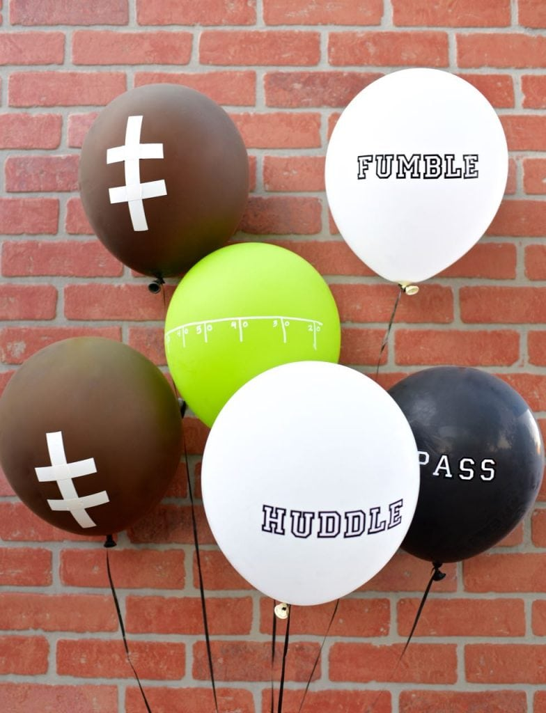 DIY football balloons centerpiece