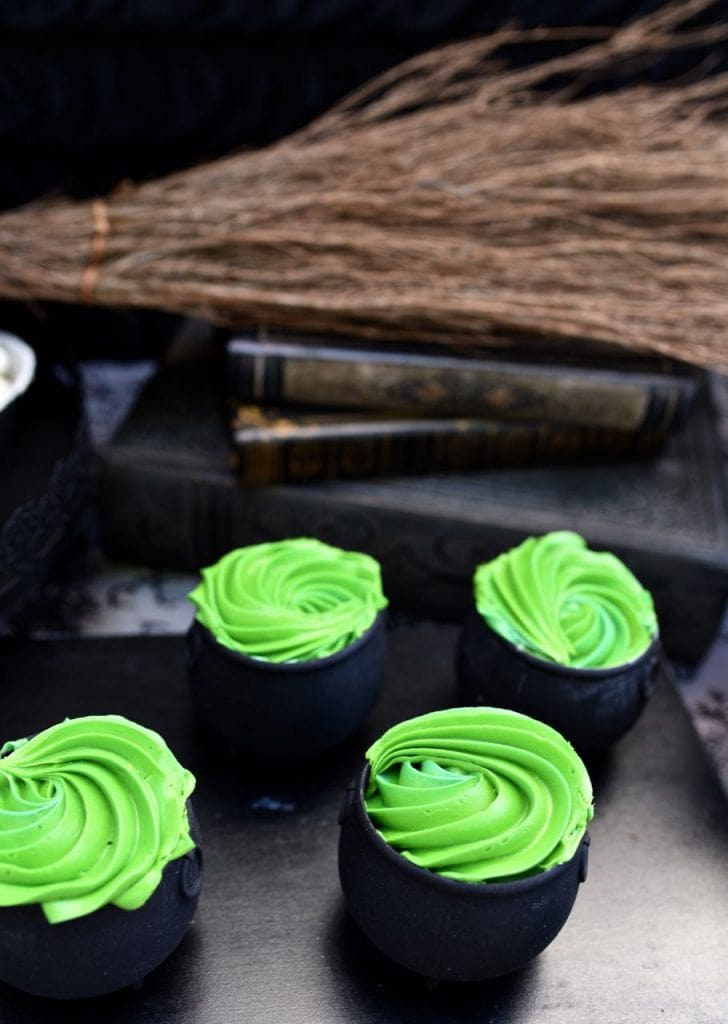 Witch party cauldron cupcakes for Halloween