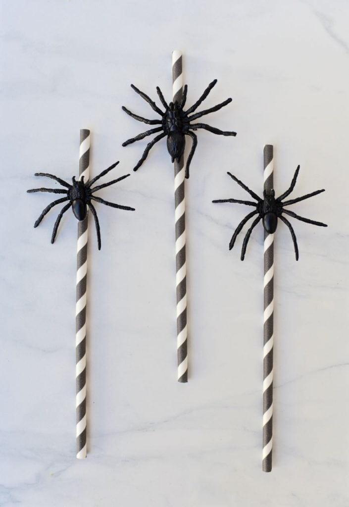 Easy spider straws in 5 minutes for Halloween witch party
