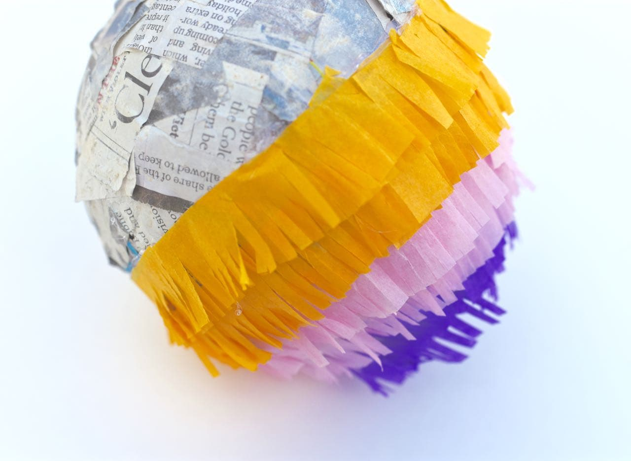 Mini pinata DIY. Make cute mini pinatas for party guests with this easy tutorial!