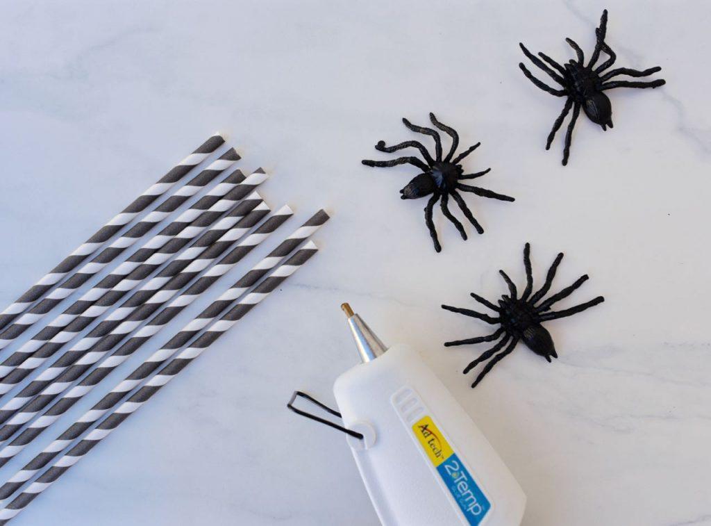 Spooky spider Halloween straws DIY