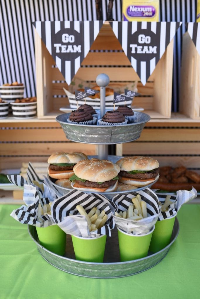 Tons of football party food ideas!