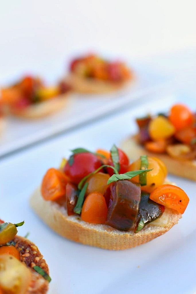bruschetta-recipe-with-fresh-tomatoes-and-basil-so-easy-to-make-and-tastes-delicious