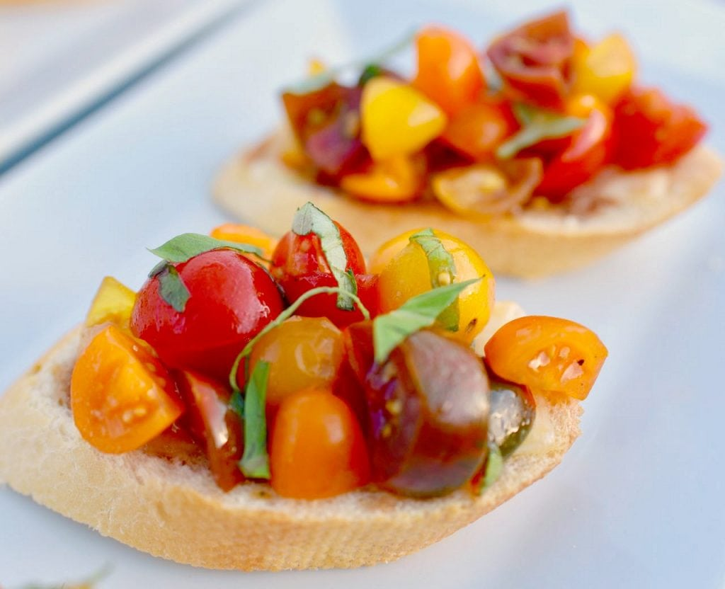 Bruschetta recipe with fresh tomatoes and basil. SO delicious and easy to make!