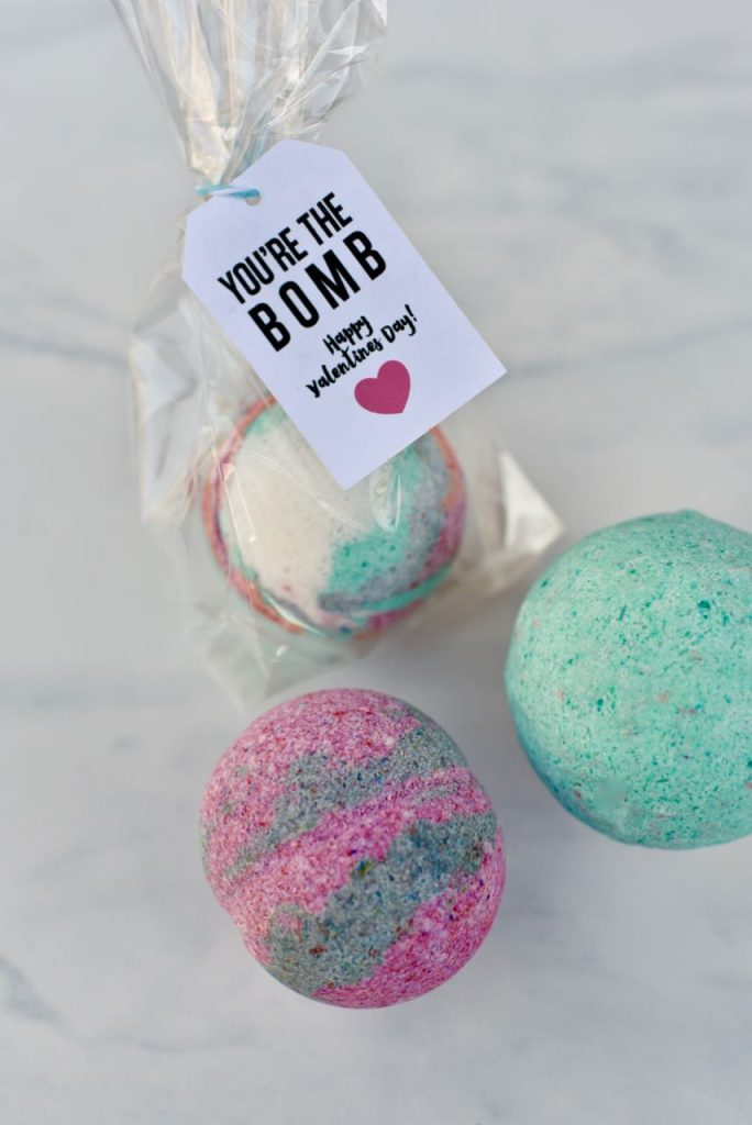 DIY Bath Bombs Valentines + FREE printable tags.