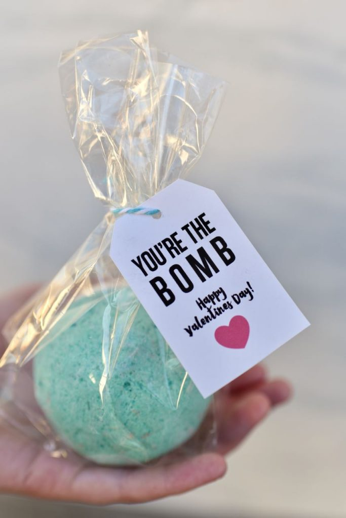 DIY bath bombs Valentines + FREE printable tags