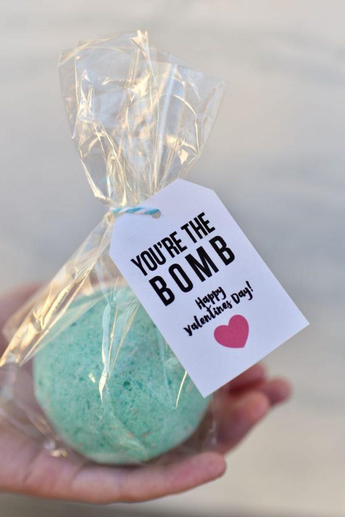 DIY bath bombs Valentines + FREE printable tags