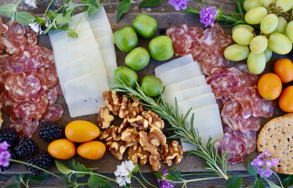 how to make a charcuterie board with cheese, meat, fruit