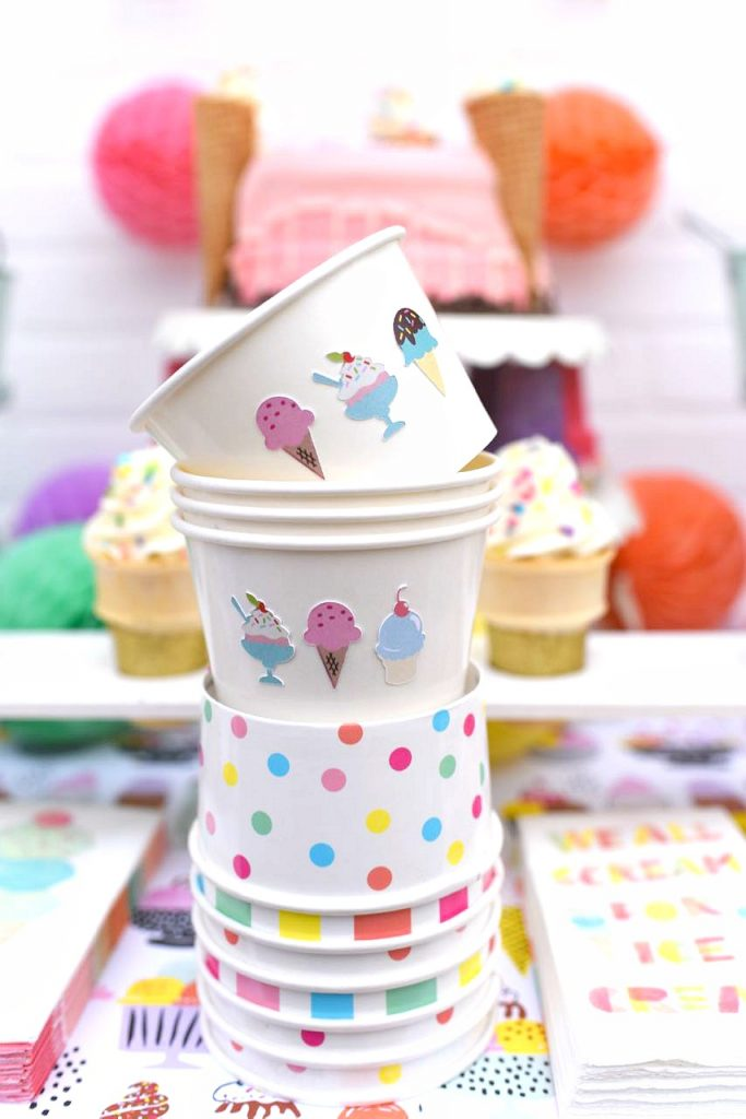 Ice cream cups tutorial for an ice cream party with Cricut Explore and Baker's Party Shop ice cream cups