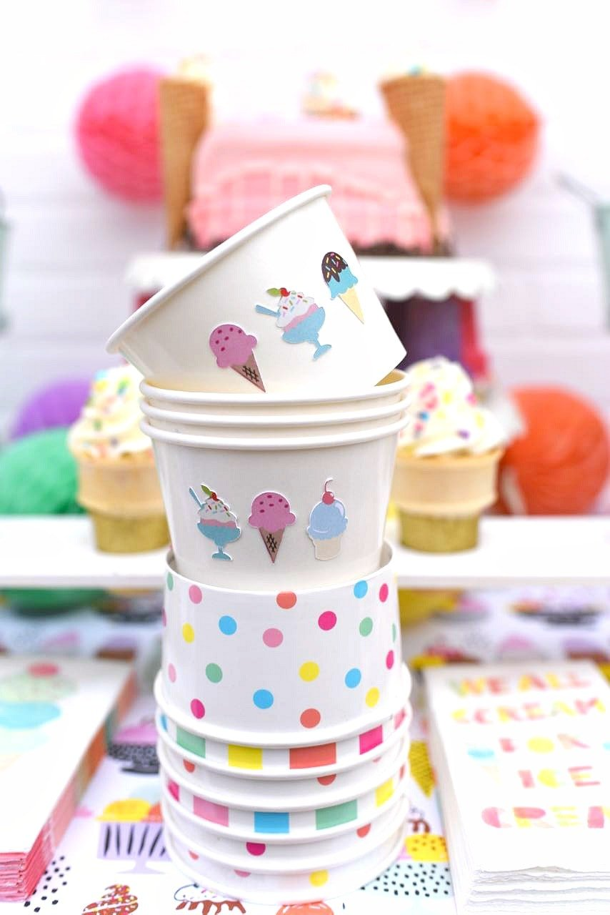 Ice cream cups tutorial for an ice cream party with cricut explore and bakers party shop