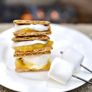Mix It Up with this Lemon Meringue S'mores Recipe