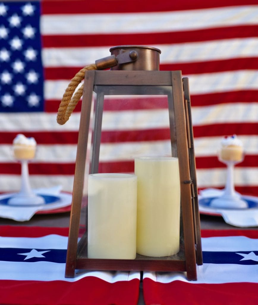 Lantern 4th of July table setting idea and patriotic 4th of July party