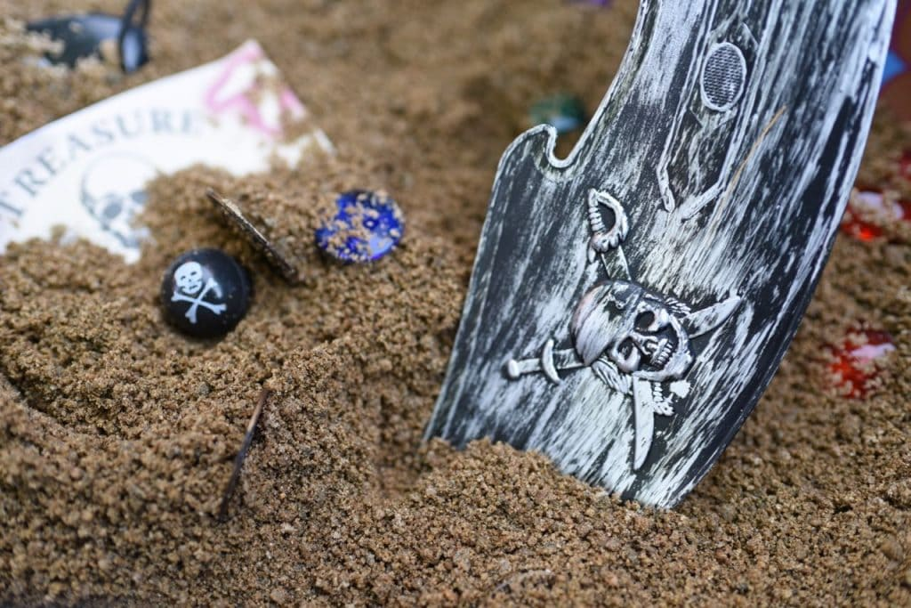 Pirate treasure hunt for kids, the perfect activity for a pirate birthday party!