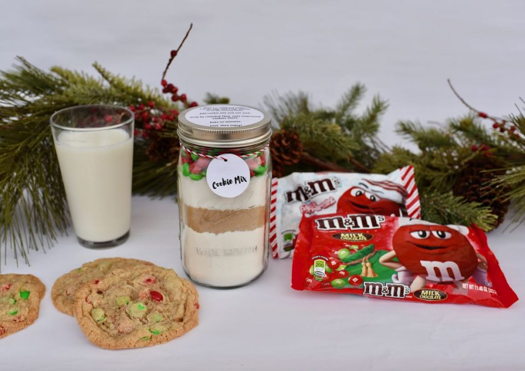 Cookie mix in a jar gift with free printable directions and label tag.