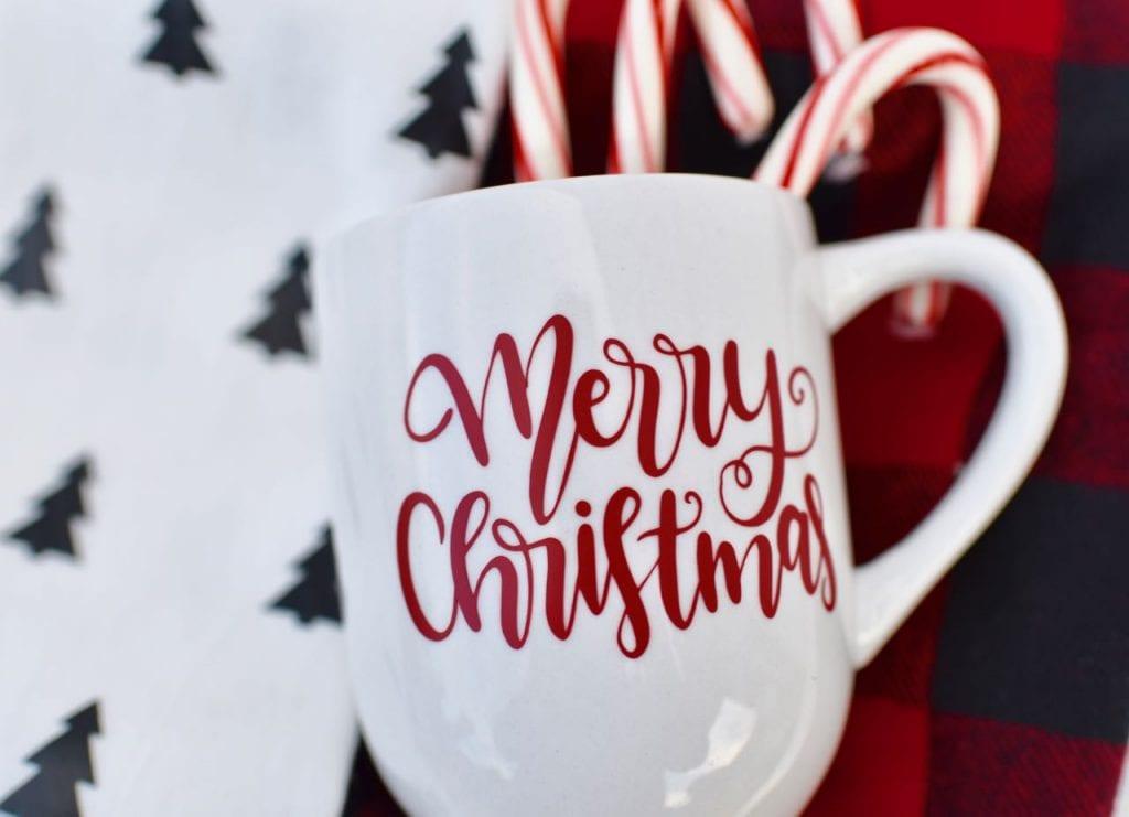 DIY Christmas mug with vinyl and Cricut for hot cocoa gift basket