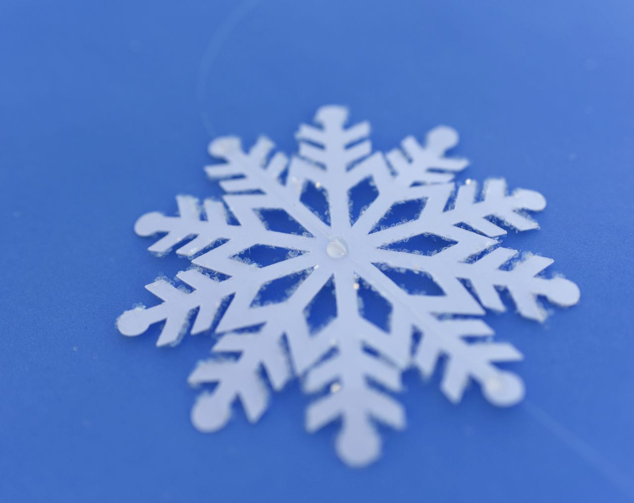 How to make snowflake hanging decorations