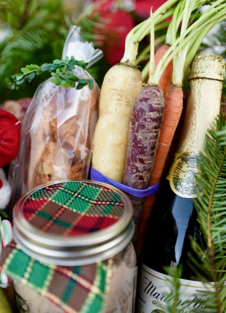 Holiday meal Christmas gift baskets service