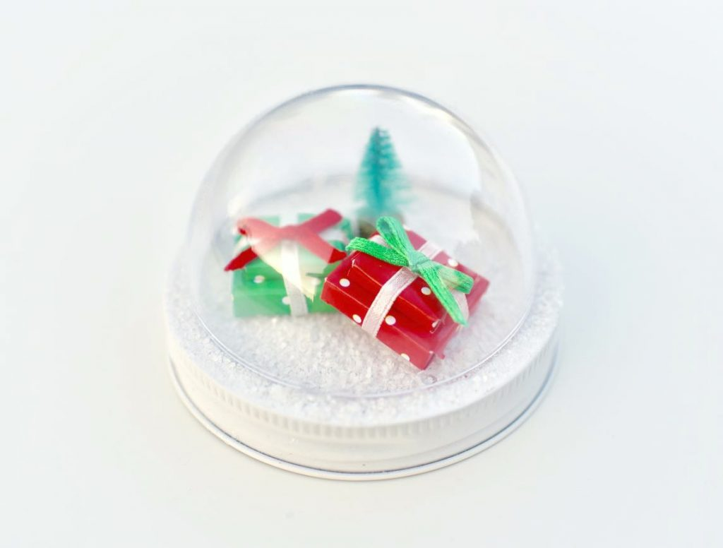 Mason jar snow globe topper tutorial to make mason jar snow globes