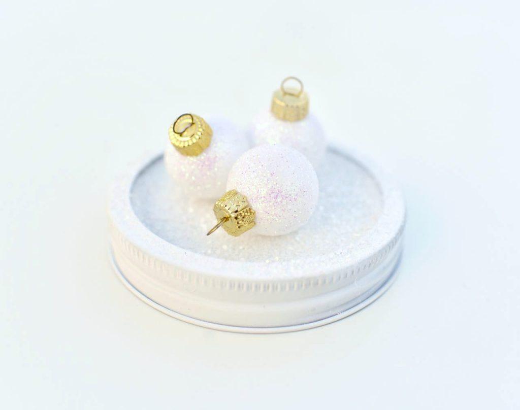 Mason jar snow globe toppers holiday craft