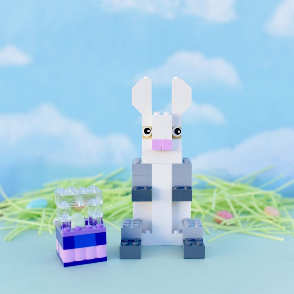 How to build a LEGO Easter bunny with LEGO bricks