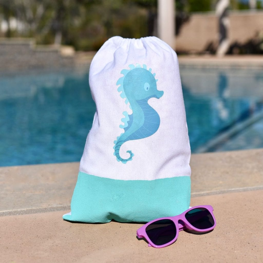 Beach bag DIY tutorial with Cricut Iron-On Designs