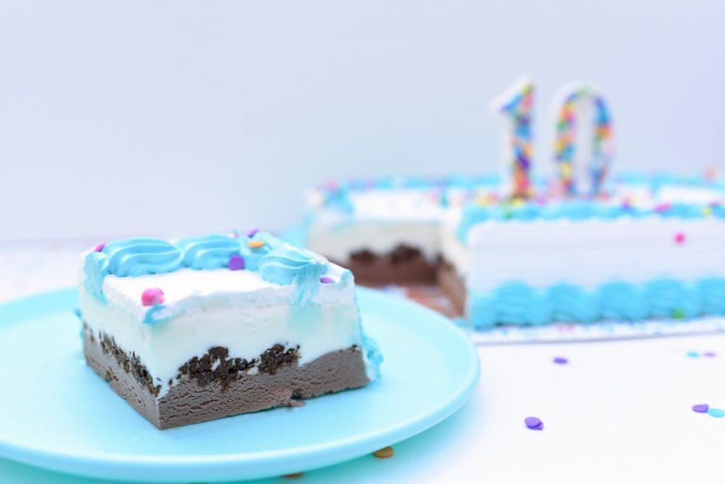 Chocolate cake topper