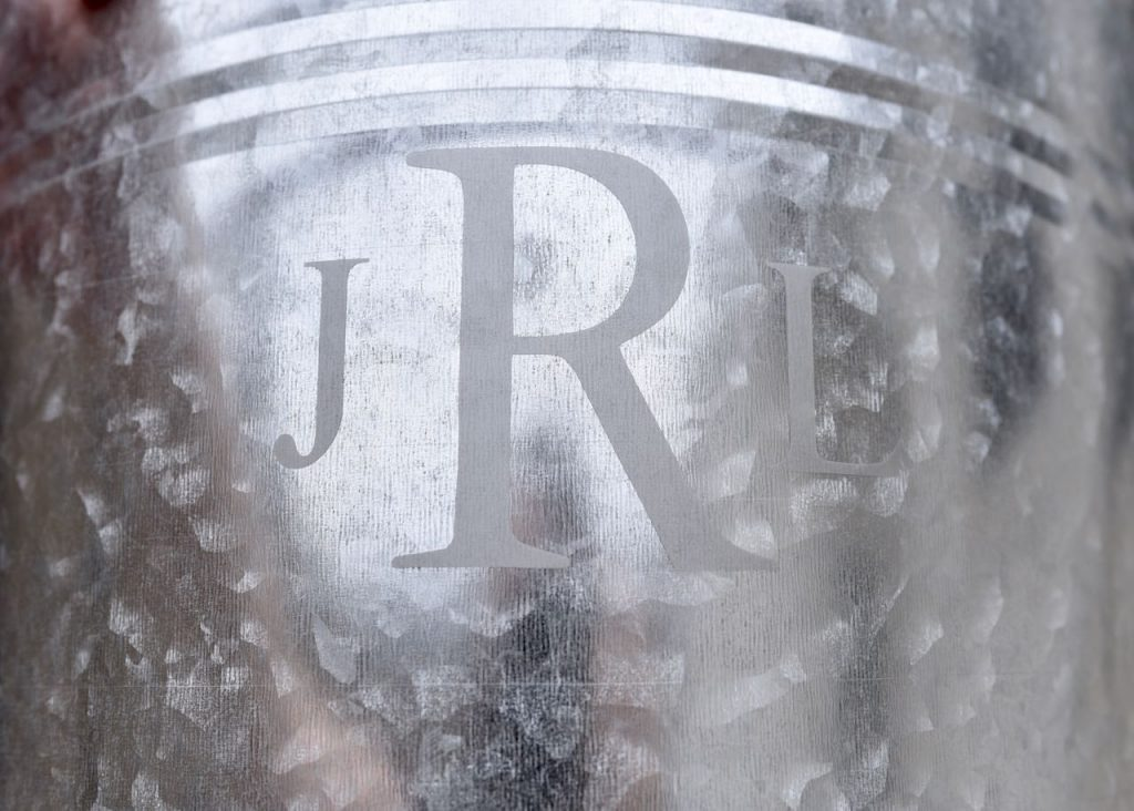 How to add a monogram to an ice bucket