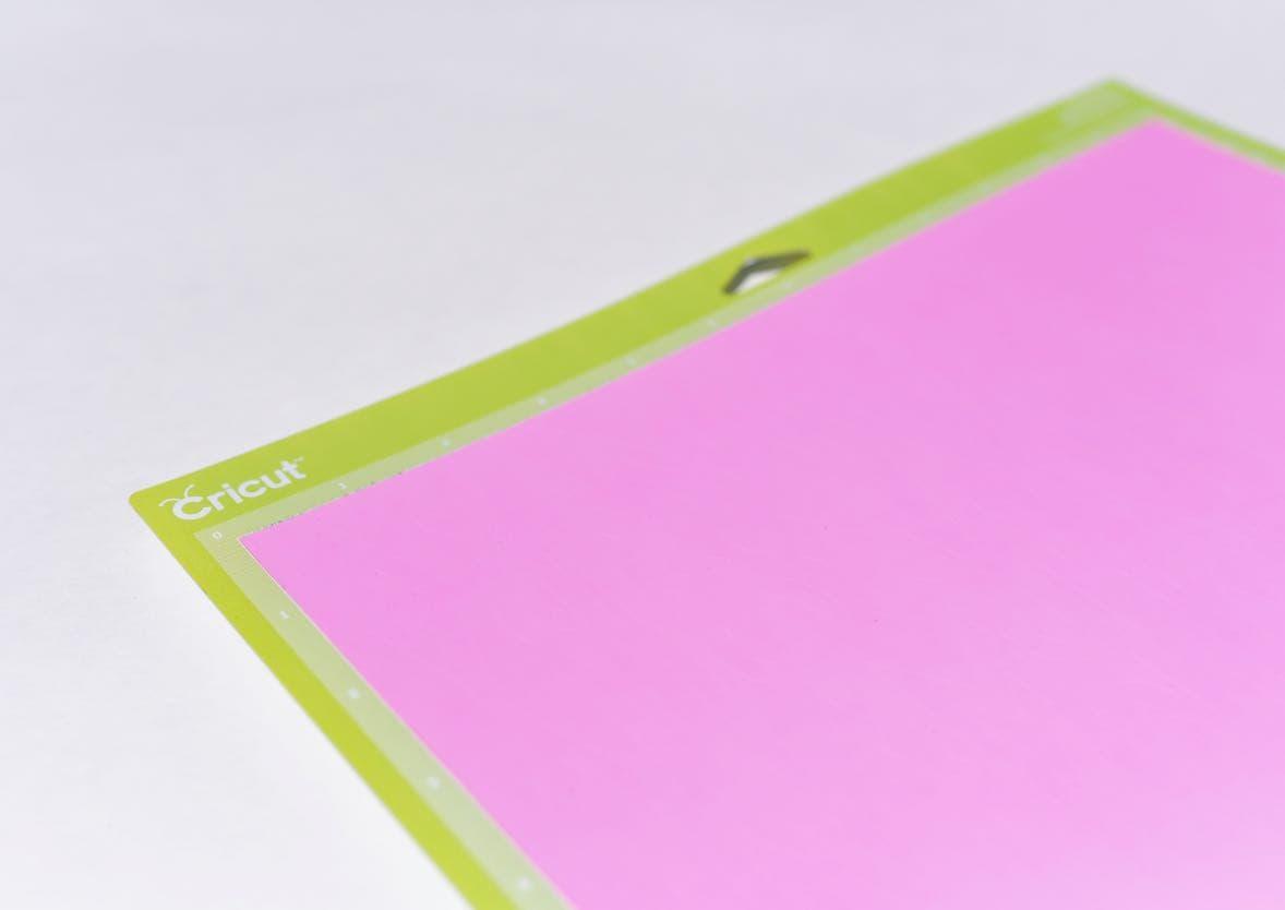 How To Make Custom Aprons with Cricut Iron On Vinyl - Make
