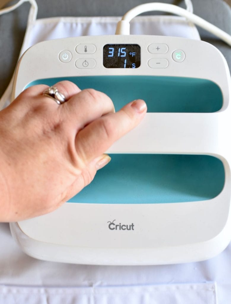 How to use the Cricut EasyPress with Cricut Iron On Vinyl