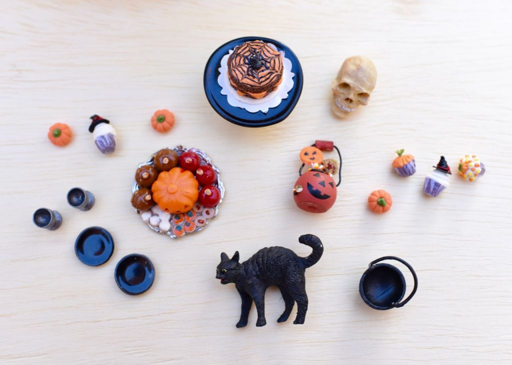 Miniatures for Halloween pumpkin diorama
