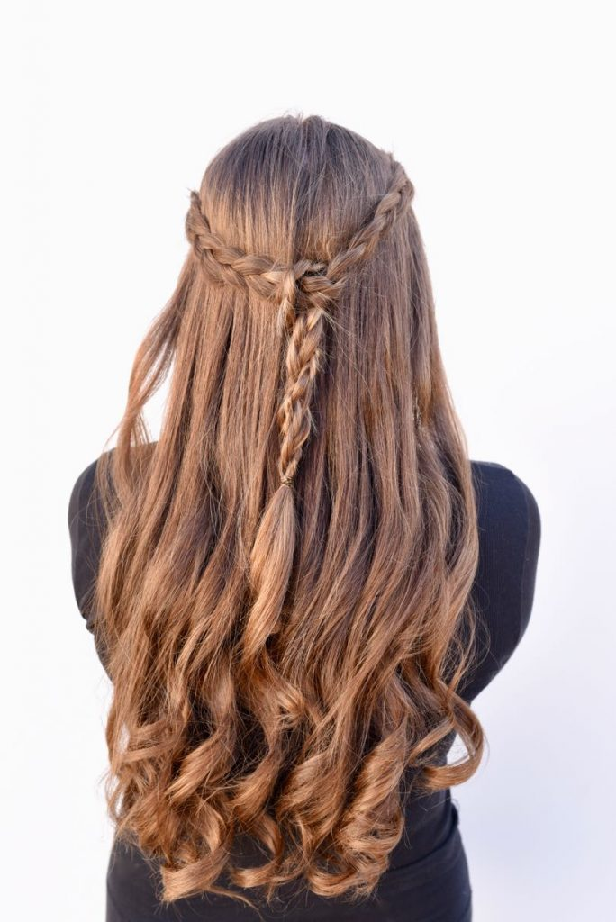 Braided half up half down tutorial. Try this simple hairstyle that's gorgeous on medium and long hair.