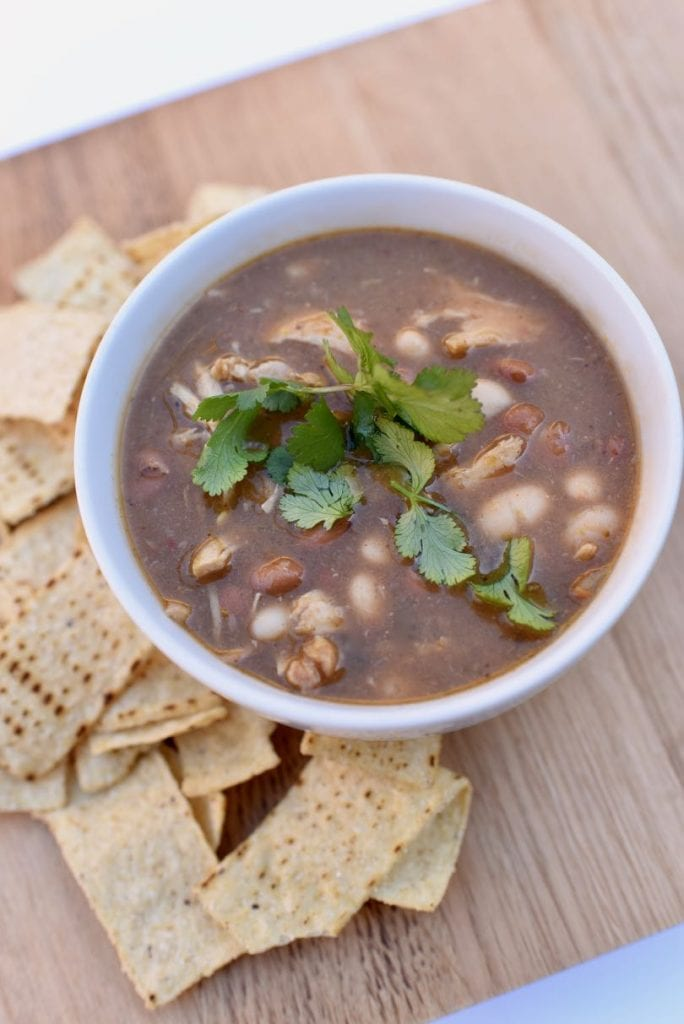 A hearty and healthy green chicken chili recipe that is full of flavor and can be made in under 30 minutes. So delicious!