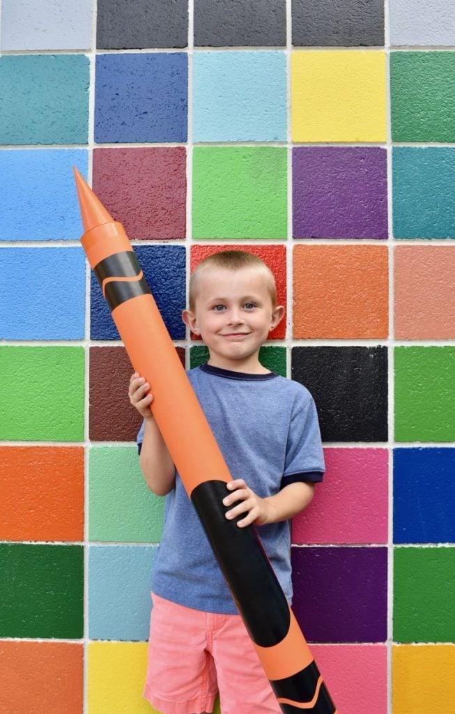 Giant crayon DIY