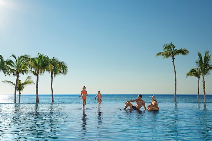 Family infinity pool at Dreams Los Cabos in Cabo San Lucas