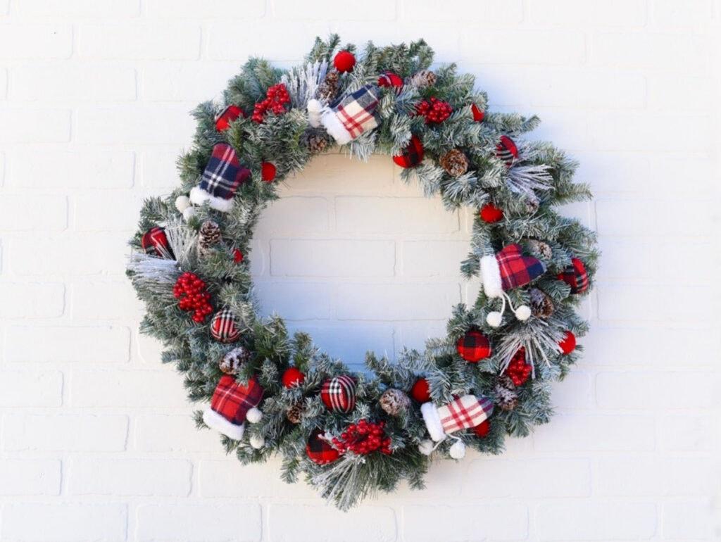DIY mitten Christmas wreath