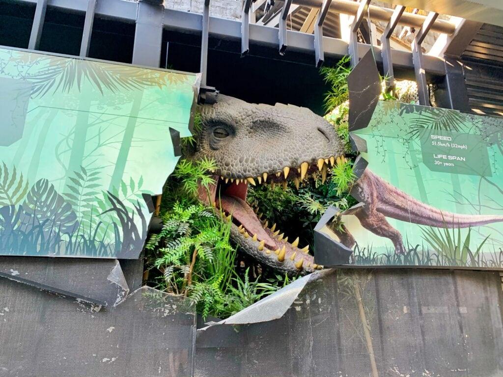 large t-rex dinosaur with big teeth